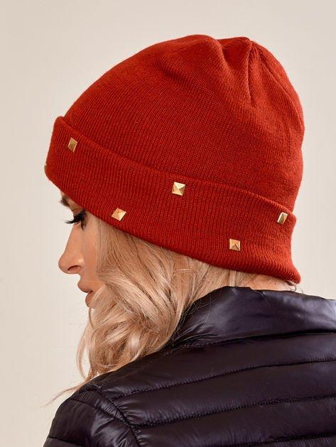 Czerwona wywijana czapka ze złotymi ćwiekami                              zdj.                              3