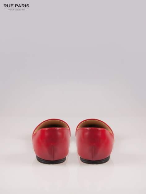 Czerwone baleriny faux leather Tiffany z wyciętymi bokami                                  zdj.                                  3