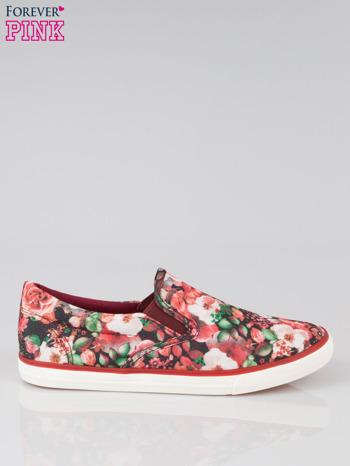 Czerwone kwiatowe buty slipony