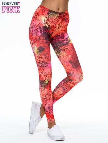 Czerwone legginsy w graficzne wzory