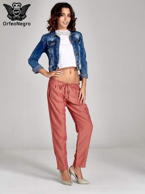 Czerwone lejące spodnie wiązane w pasie                                  zdj.                                  4