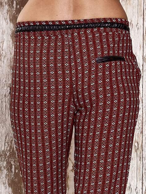 Czerwone lejące wzorzyste spodnie                                  zdj.                                  6