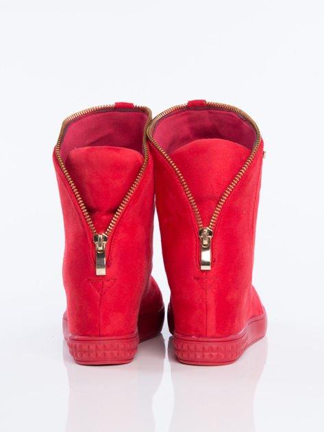Czerwone sneakersy z ozdobnym suwakiem dookoła cholewki                              zdj.                              3