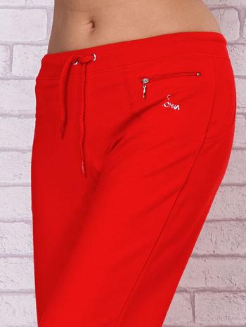 Czerwone spodnie sportowe capri                                  zdj.                                  4