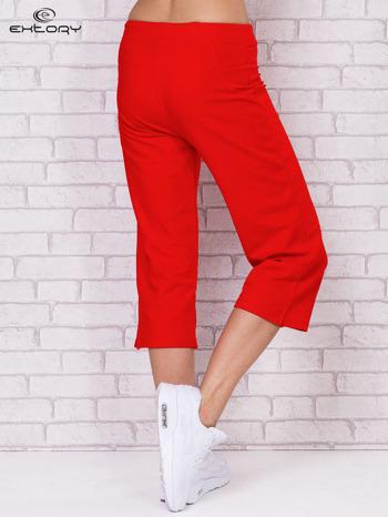 Czerwone spodnie sportowe capri                                  zdj.                                  2