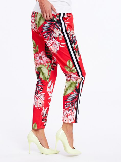 Czerwone spodnie w kwiaty z lampasami                              zdj.                              1