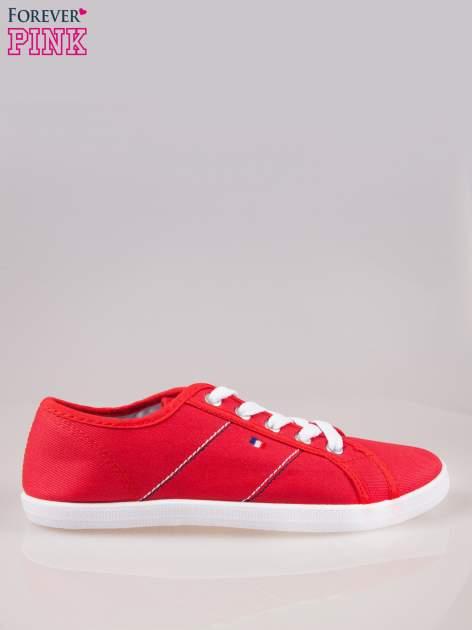 Czerwone tenisówki damskie z ozdobnym przeszyciem