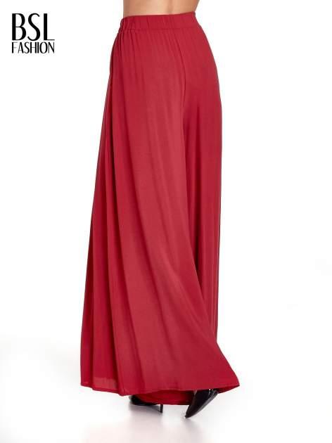 Czerwone zwiewne spodnie typu culottes                                  zdj.                                  2