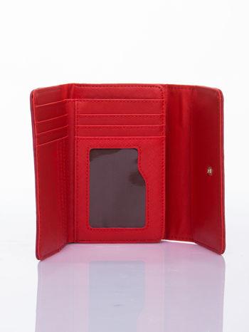 Czerwony ażurowany portfel ze złotym zapięciem                                  zdj.                                  3
