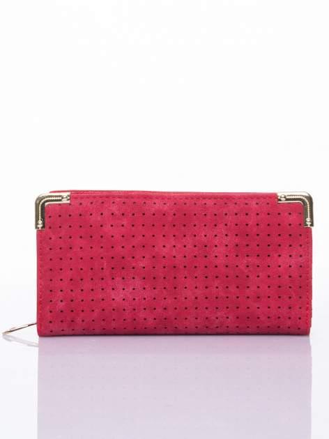 Czerwony ażurowany portfel ze złotymi okuciami