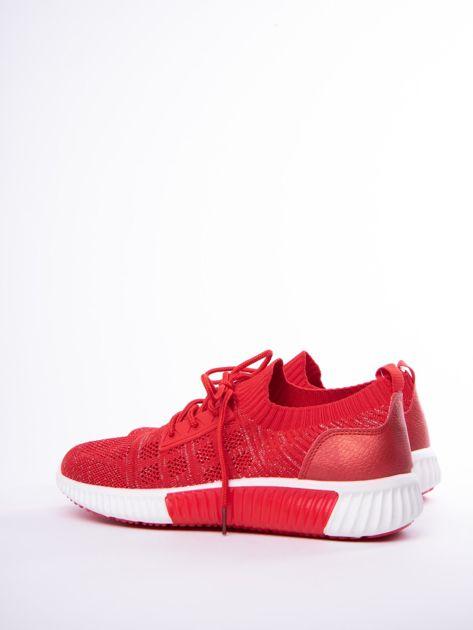 Czerwony buty sportowe Prmavera z błyszczącą nitką                              zdj.                              2