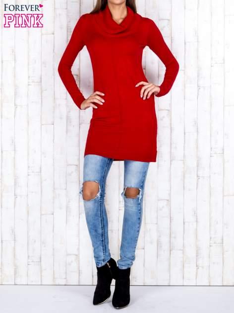 Czerwony długi sweter z golfem i dekoltem w prążki                                  zdj.                                  2