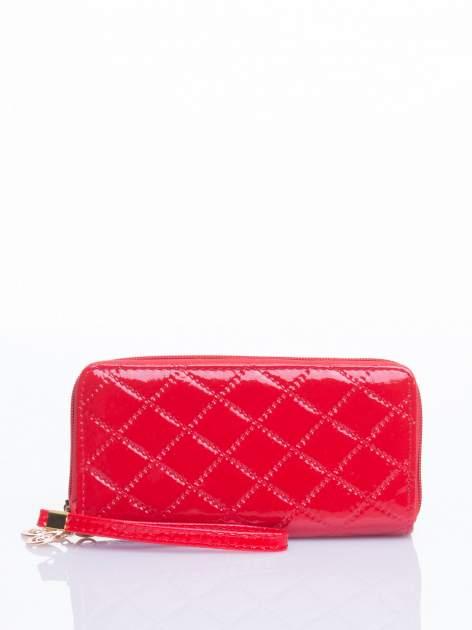 Czerwony lakierowany pikowany portfel