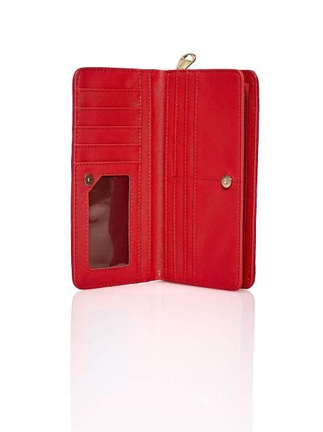Czerwony pleciony portfel w geometryczne wzory                                  zdj.                                  3