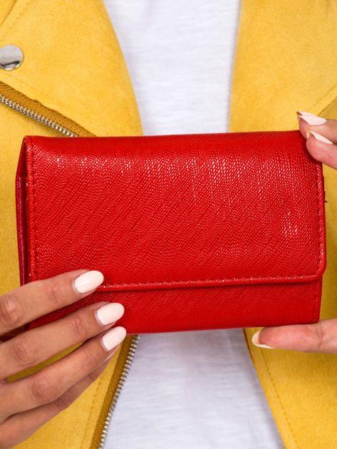 Czerwony portfel damski na zatrzask