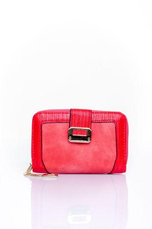 Czerwony portfel z ozdobną złotą klamrą                                  zdj.                                  1
