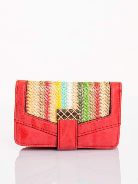 Czerwony portfel z plecionką