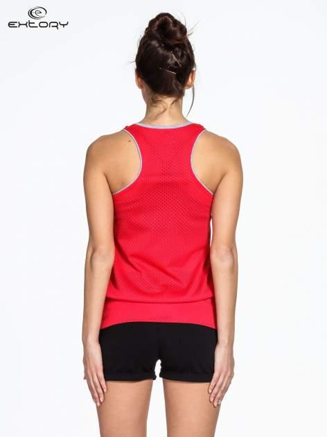 Czerwony siatkowy top sportowy z napisem RUN GIRLS RUN                                  zdj.                                  3