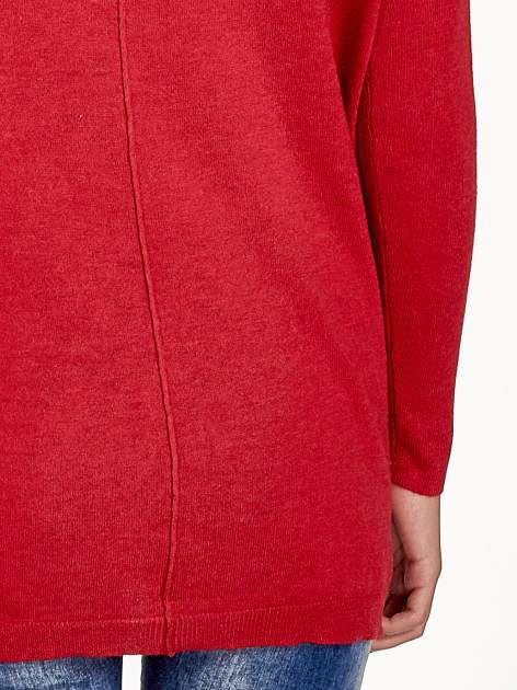 Czerwony sweter V-neck z rozporkami                                  zdj.                                  7