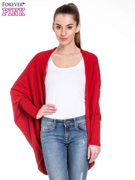 Czerwony sweter narzutka z nietoperzowymi rękawami                                  zdj.                                  1