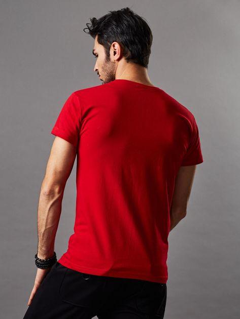 Czerwony t-shirt męski z motocyklem                              zdj.                              2