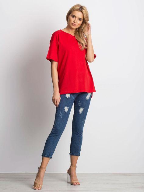Czerwony t-shirt o luźnym kroju                              zdj.                              2
