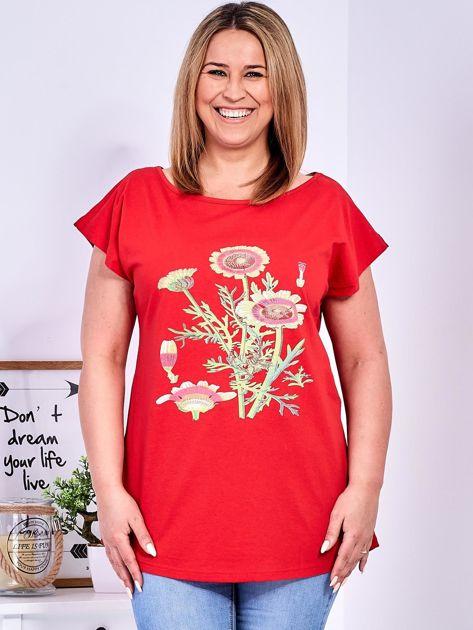 Czerwony t-shirt z kwiatowym printem PLUS SIZE                              zdj.                              1