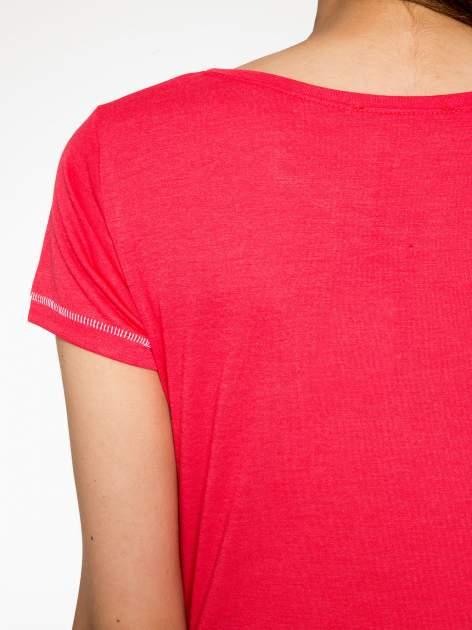 Czerwony t-shirt z nadrukiem wieży Eiffla                                  zdj.                                  9