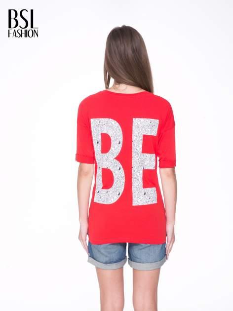 Czerwony t-shirt z nadukiem WIBE z przodu i na plecach                                  zdj.                                  5