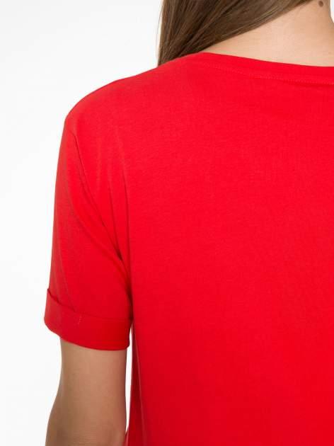 Czerwony t-shirt z napisem CÉLINE ME ALONE                                  zdj.                                  9