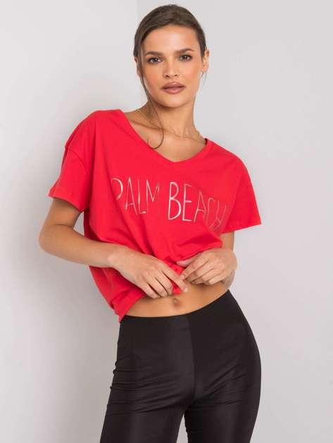 Czerwony t-shirt z napisem Denma