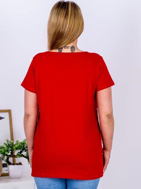 Czerwony t-shirt z perełkami PLUS SIZE                              zdj.                              2