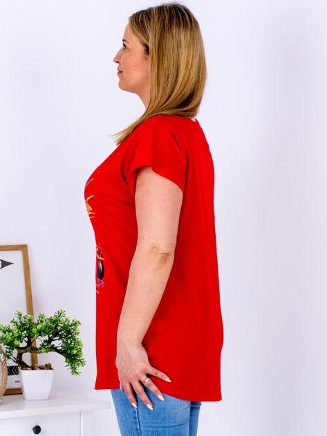 Czerwony t-shirt z żonkilami PLUS SIZE                              zdj.                              3