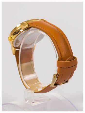 Damski zegarek z ozdobnym wzorem na tarczy.                                  zdj.                                  4