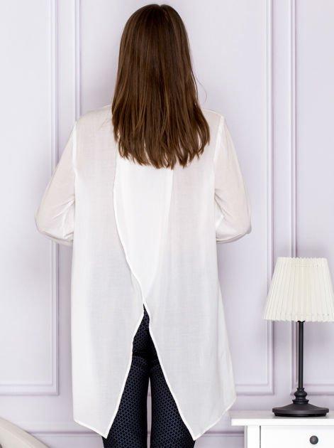 Długa zwiewna koszula z kopertowym tyłem ecru                                  zdj.                                  2