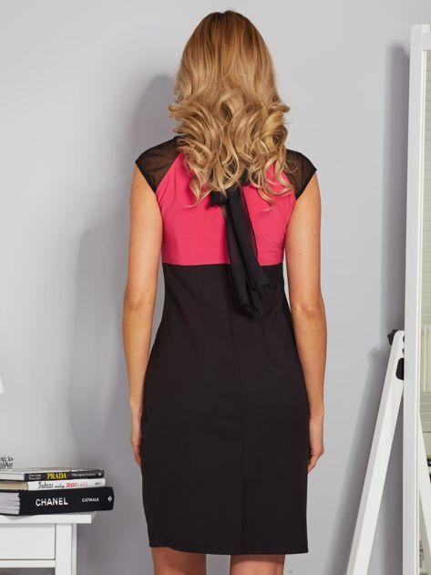 Dopasowana sukienka koktajlowa z szarfą czarno-różowa                                  zdj.                                  2