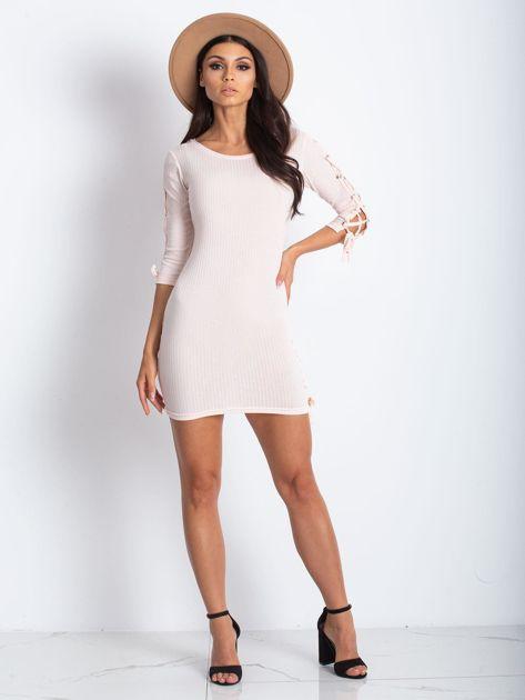 Dopasowana sukienka lace up w szeroki prążek jasnoróżowa                              zdj.                              2