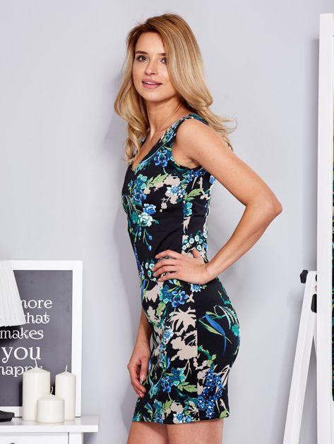 Dopasowana sukienka w ornamentowy deseń czarna                              zdj.                              5