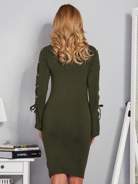 Dopasowana sukienka z rękawami lace up khaki                              zdj.                              2