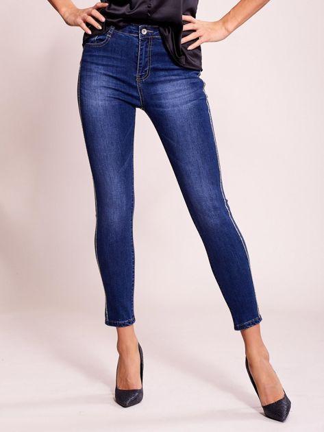 Dopasowane spodnie jeansowe z aplikacją ciemnoniebieskie                              zdj.                              1