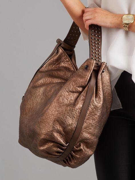 a62bd9b8fc1de Duża brązowa torba z ćwiekami na pasku - Akcesoria torba - sklep ...