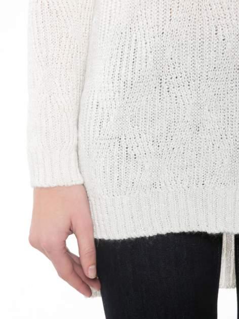 Ecru ażurowy długi sweter z rozporkami                                  zdj.                                  6