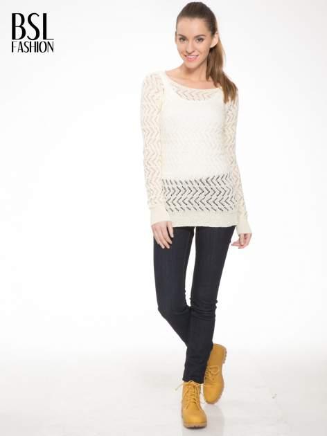 Ecru ażurowy dłuższy sweter                              zdj.                              2
