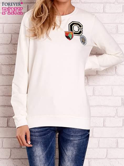 Ecru bluza z kolorowymi naszywkami                                  zdj.                                  1