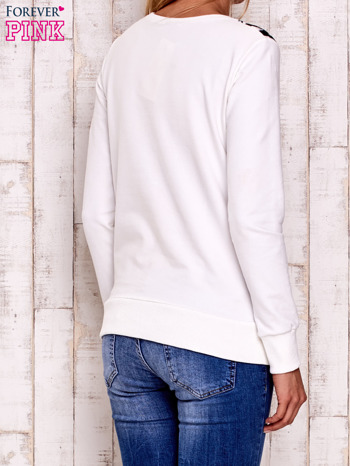 Ecru bluza z nadrukiem liter                                  zdj.                                  4