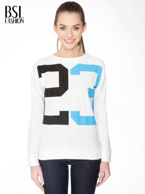 Ecru bluza z nadrukiem numerycznym 23
