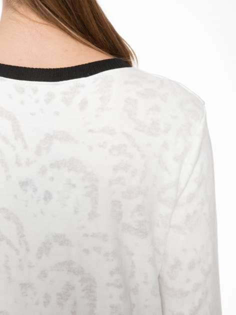 Ecru bluza z nadrukiem wieży Eiffla                                  zdj.                                  7