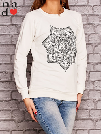 Ecru bluza z ornamentowym nadrukiem                              zdj.                              3
