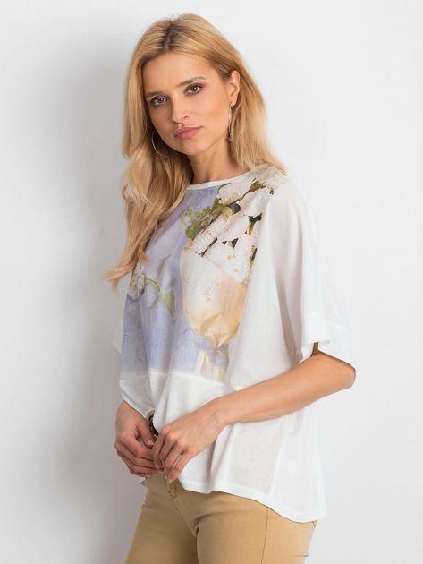 Ecru bluzka oversize z kwiatowym nadrukiem                              zdj.                              3