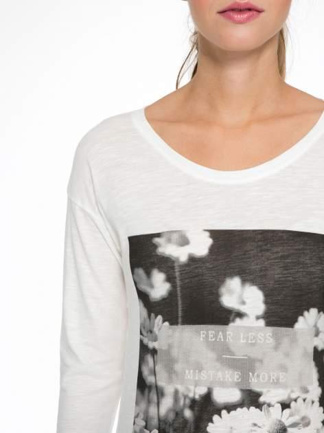 Ecru bluzka z fotografią stokrotek                                  zdj.                                  6
